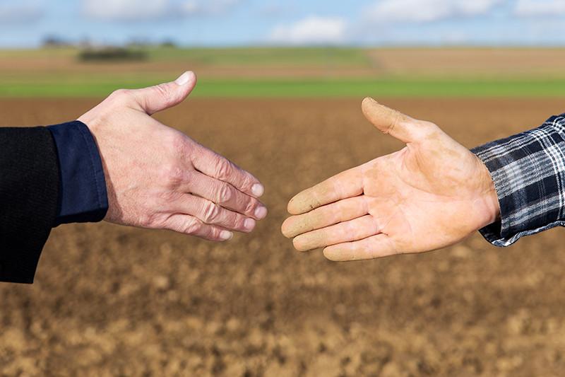 """""""Ja jau ir nomas līgums par zemes izmantošanu lauksaimniecībā, kas liedz noslēgt arī līgumu par medību tiesību izmantošanu vai papildu vienošanos pie esošā līguma?"""