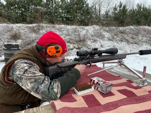 Tēmēkli testē mednieks un šaušanas sporta entuziasts Gatis Panavs
