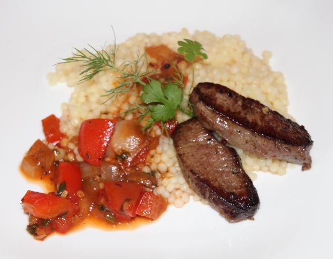 Buka steiks ar pērļu kuskusu un dārzeņiem. Lai labi garšo!